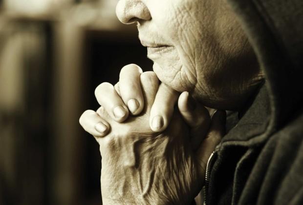 old-woman-at-prayer